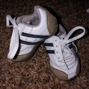 Baby tennis shoes